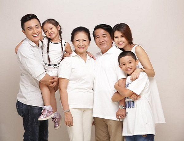 mua bảo hiểm nhân thọ cho cả gia đình