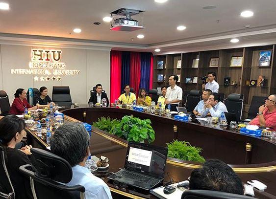 Ông Phạm Ngọc Vũ - Công ty AVU phát biểu đóng góp tại buổi làm việc